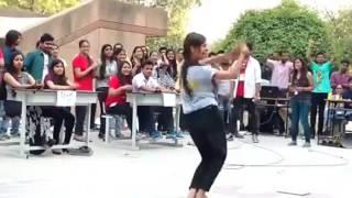 hindi song sexy dance by girl chhitiya kalaiya song