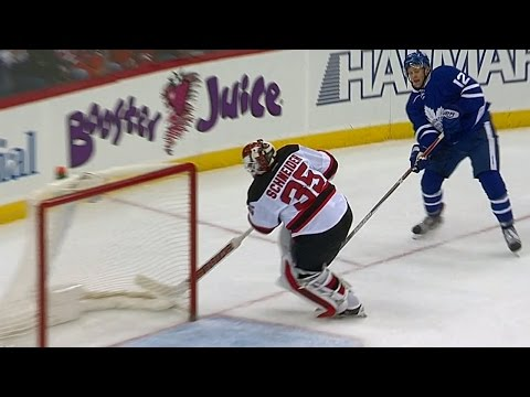 Gotta See It Schneider s blunder gives Brown hilariously easy goal
