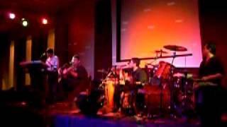Canta Facundo Juncos con su grupo Ex-Simios