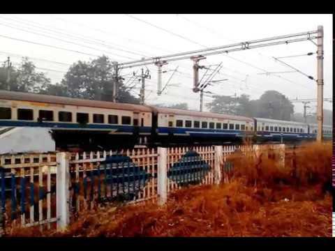 12021 Howrah Barbil Jan Shatabdi Express Approaching Santragachi (SRC) Railway Station