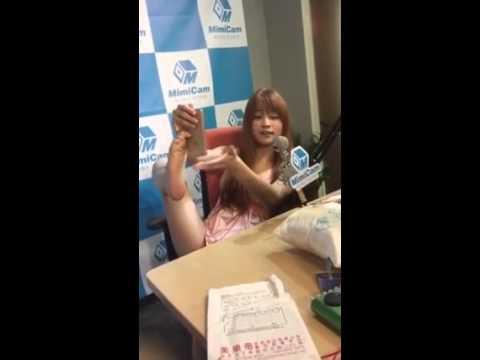 Cute Asian girl found an alternative to the selfie stick