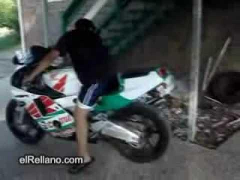 La primera moto del niño más tonto del mundo.