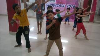 Dance Routine for kids on Taang uthake song