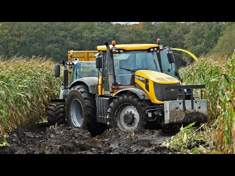 John Deere 6850 JCB Fastrac 8250 Vario Harvesting mais in the mud Kroes NL.