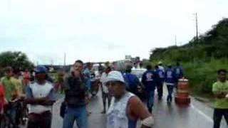 Estrada Iguatu/Jucás, pista cede após fortes chuvas