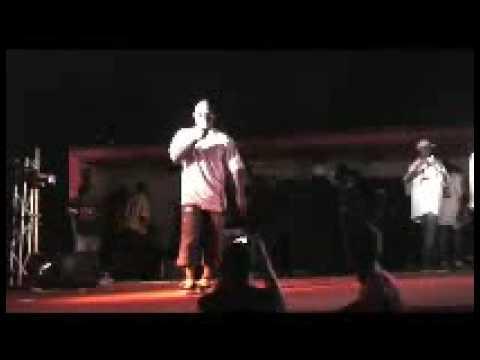 GROUPE DE RAP [PIE-UNY-VERS]  en concert au mboa