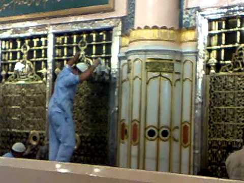 cleaning of Golden cover Jaali of Roza e Mubarak of Prophet Muhammad S.A.W 1 3.mp4