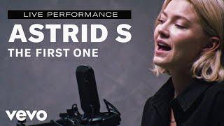 Astrid S - Live Performance