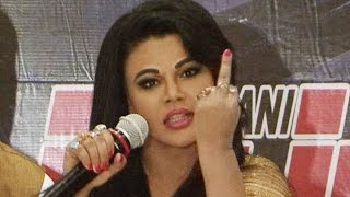 Angry Rakhi Sawant shows Middle Finger | VIDEO
