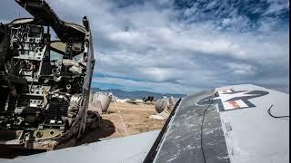 قائد طائره يسقط في مكان عجيب فلاحظ هذا الشئ غرائب حول العالم