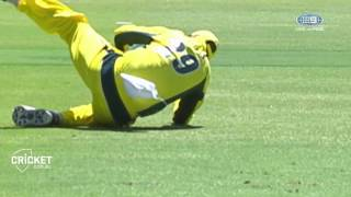 Handscomb's classic catch to remove Babar