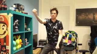 Rubius bailando Mueve el toto ..!!!