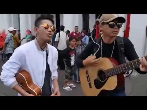 Tegar feat Ariv Kotu nyanyi lagu Firman Kehilangan di halaman Museum Sejarah Jakarta