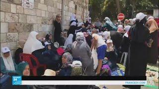 المقدسيون يواصلون اعتصامهم قرب المسجد الأقصى