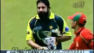 An Emotional Moment in the history of Pakistan Cricket..flv