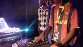 DJ ANDIE ON THE DECKS