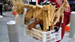 penjual seruling bambu di malioboro