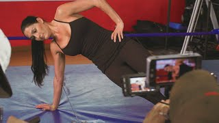Nikki Bella works out with Complex magazine: Total Divas Bonus Clip, Sept. 27, 2017