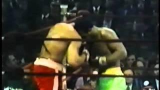 Joe Frazier stende Muhammad Ali