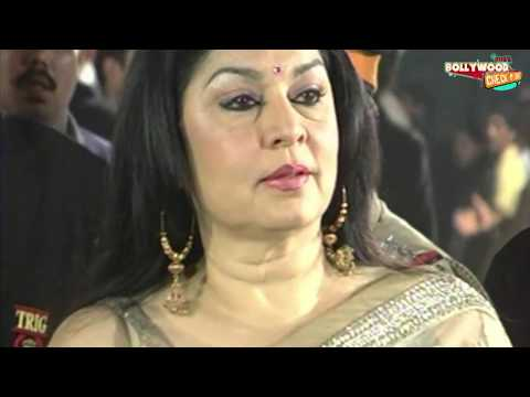 HOT Aunty Saree Slips! Kiran Juneja Wardrobe Malfunction at Filmfare!