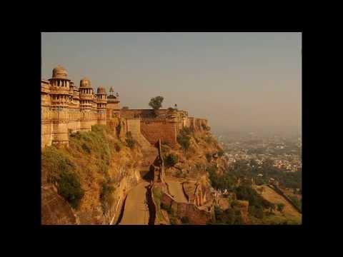 Gwalior Fort (Hindi: ग्वालियर क़िला Gwalior Qila) in central India.