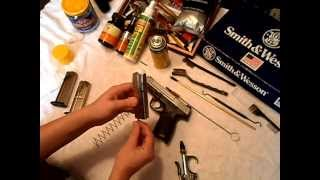 Smith & Wesson SD9  (Breakdown & Clean)