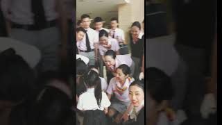 Chinese airlines' beautiful stewardess treats their coworkers' child like this.
