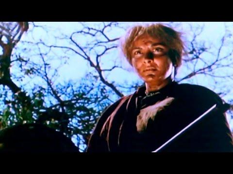 Nargis Kill Sunil Dutt To Save Village Girl  - Mother India