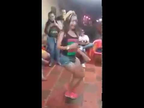ASI SE BAILA CHAMPETA EN LA COSTA COLOMBIANA BAILE