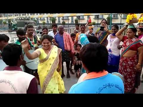 Aunty dance in village festivals | latest aunty dance 2017 | amazing dance on road