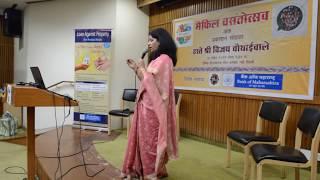 Kshama Pathak Sings Airanichya Deva Tula.