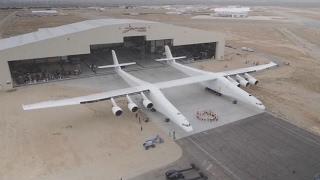 Pagaliau viešai parodė didžiausią lėktuvą pasaulyje