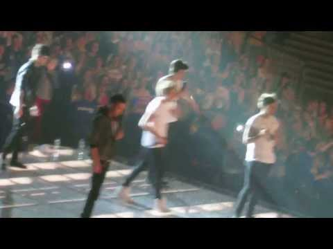 One direction rapping one way or another live in denmark 10 may 2013 twitter question
