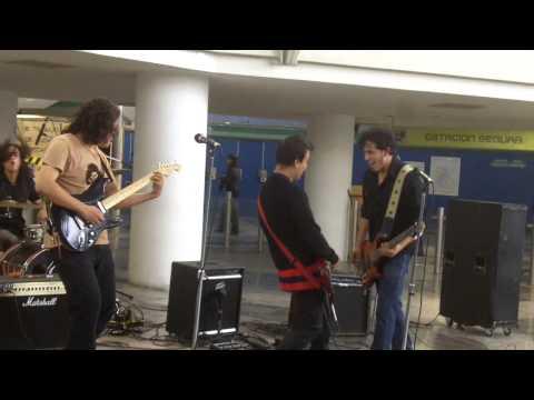 Piel Desnuda Bella De Noche Metro San Lazaro 24jun13 Www Rockxmexico Com