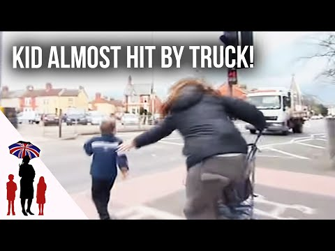 Xxx Mp4 Panic As Young Child Runs Towards Busy Road Supernanny 3gp Sex