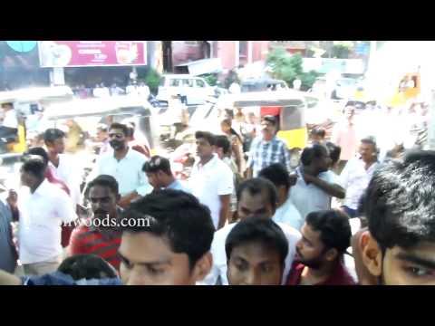 Xxx Mp4 Parthiban And City Police Pirated DVD At Chennai Baramabazar Raid 3gp Sex