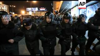 WRAP +4:3 Demonstrators clash with police
