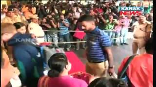 Ind Vs Eng In Barabati: Both Team Get Traditional Welcome In Bhubaneswar