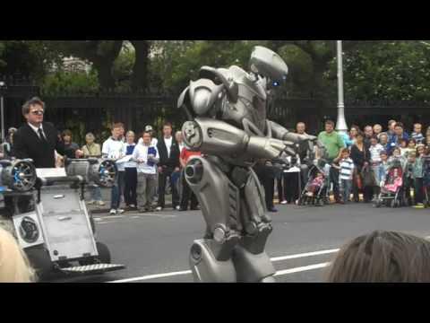 Robot at Street Performer s Fair Dublin 2009