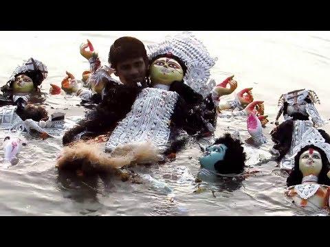 Xxx Mp4 DURGA PUJA 2018 KOLKATA MAA DURGA VISARJAN IMMERSION AT GANGA RIVER 3gp Sex