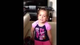 طفلة تصرخ لعدم حصولها على صديق
