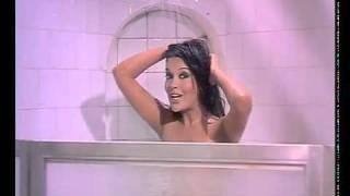 Hot Zeenat Aman hot shower.flv