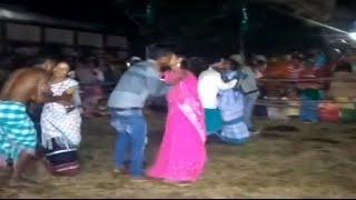 Kissing Competition से बवाल ||  झारखंड में Tribal Community के Couples के बीच Kissing Competition