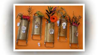 Cute idea with an old grater. Old graters as decor