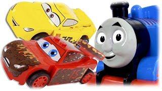 LEGO Juniors 10744 Thunder Hollow Crazy 8 Race, Lightning McQueen and Cruz Ramirez