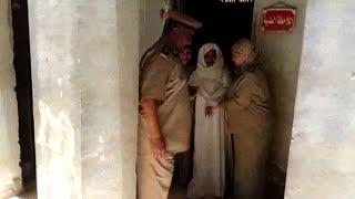 """عمرها ١٠٤ عام... لحظة خروج """"معمرة"""" من سجن أسيوط"""