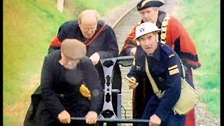 Dad's Army - The Royal Train - NL Ondertiteld - ... just keep pumping!...