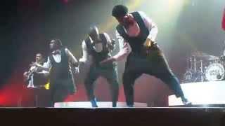 on danse le zouk pendant le concert lol