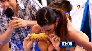 - Barbara Armesto comiendo choclo -