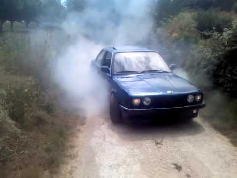 BMW E30 burnout (Robert Prce)